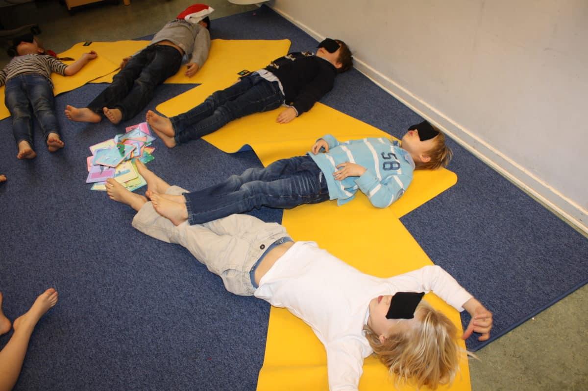 Yoga gör barnen lugnare och lektionerna bättre