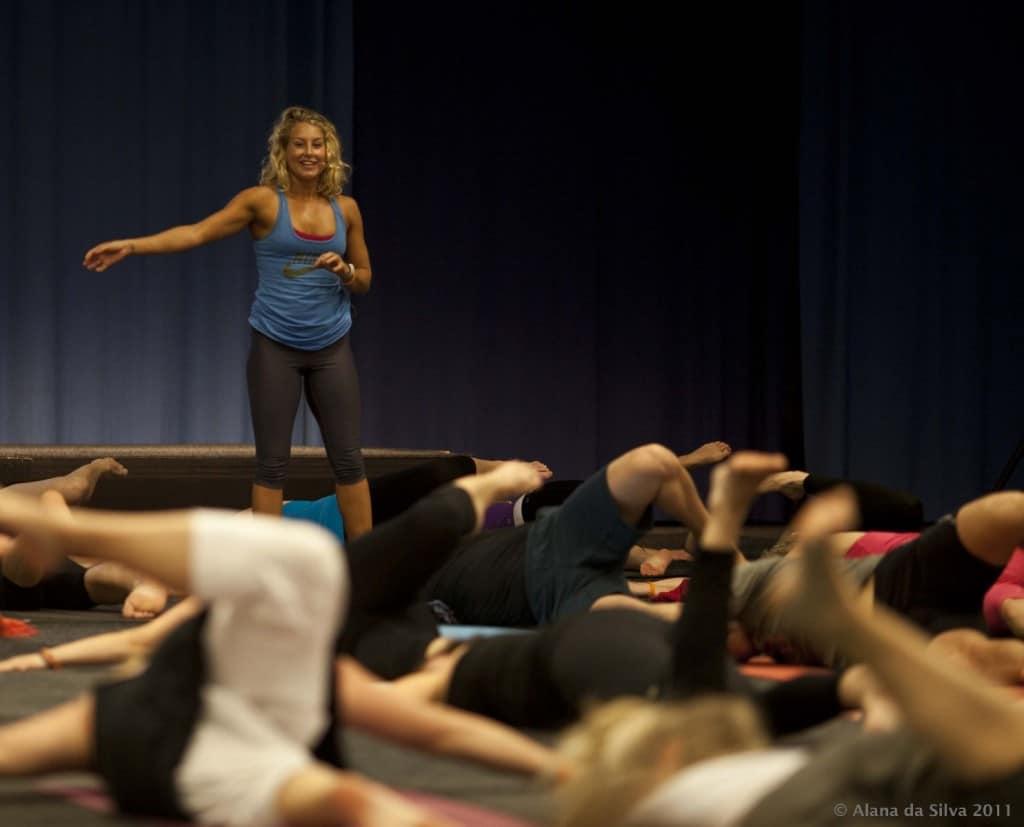 Global Yoga är fysiskt och mentalt utmanande yogaklasser