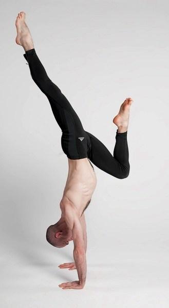 Jonathan Monks - därför bör yoga anpassas efter män och kvinnor