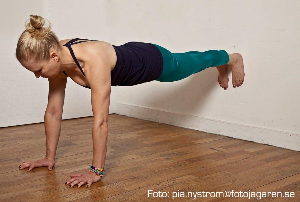 Yogaläraren Milla Floryds 5 bästa tips för handstående. Foto: fotojagaren.se