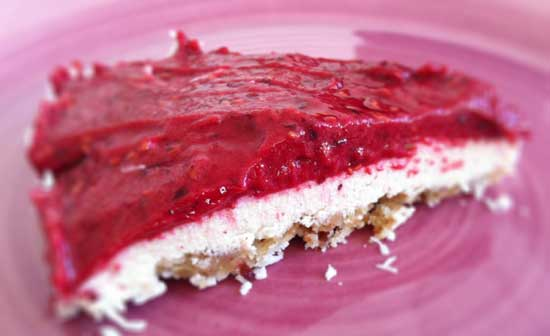 Raw lime och hallon cheesecake