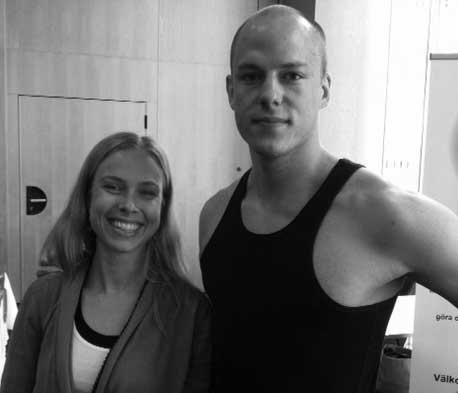 Yogalärarna Tova Olsson och Erik Myrberg