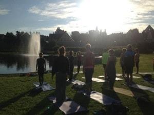 Gratis yoga på Gotland med yogobe och atmajyoti.