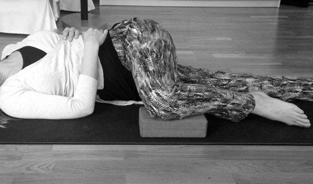 Liggande ryggradsvridning yoga