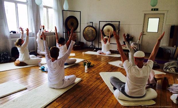 Bli yogalärare i kundaliniyoga