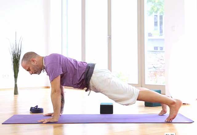 Yoga hemma med Raghunath