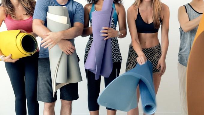Yogamatta som rullar ihop sig själv?