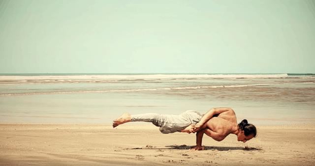 Australienska yogaläraren Simon Borg-Olivier reflekterar om yamas och niyamas