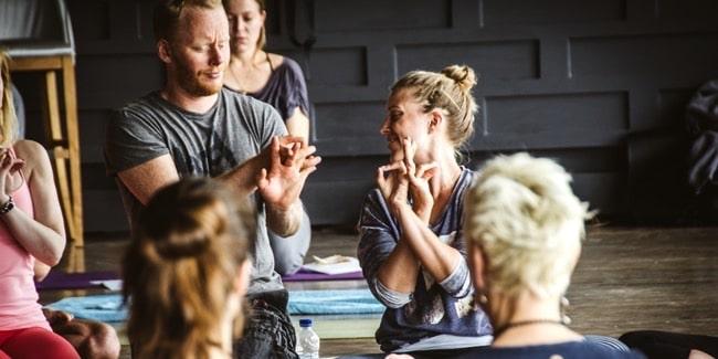Yogaläraren Anja Bergh är en av landets alla uppskattade yogalärare