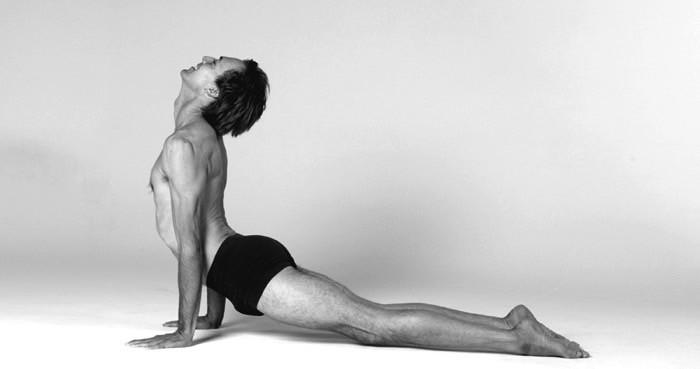 Yogaläraren Karl Straub kommer till Sverige. Foto: Lyn Sims, lynsims.com