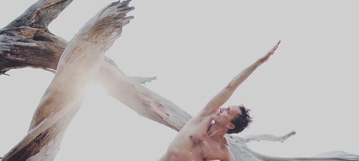 Yogaläraren Karl Straub kommer till Sverige. Foto: Chelsea Klette, chelseaklette.com