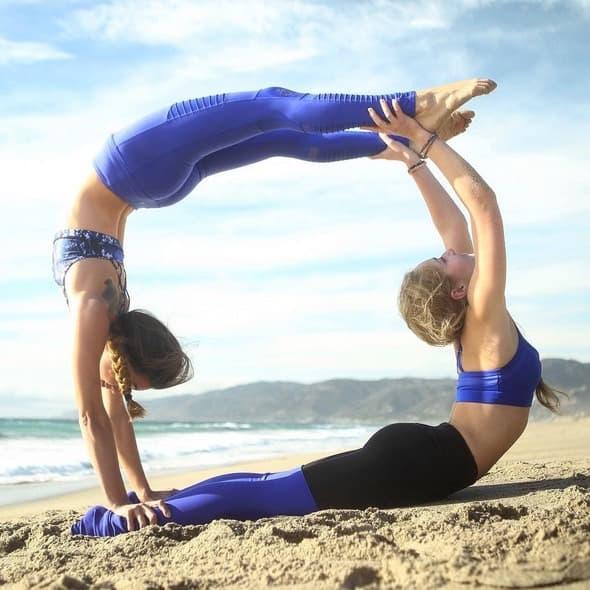 Partner yoga och inspiration från aerialtheyogi på Instagram