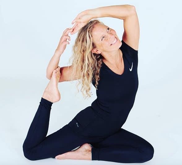Veckans yogalärare Jona Dahlqvist i Sjöjungfrun