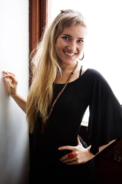Anna Asplund driver företaget Stolt som tillverkar yogakläder