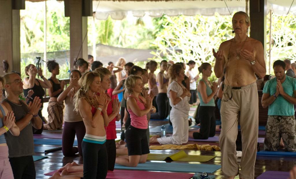 Njut av Sol, medvetenhet , dans och musik på Yogafestival på Bali