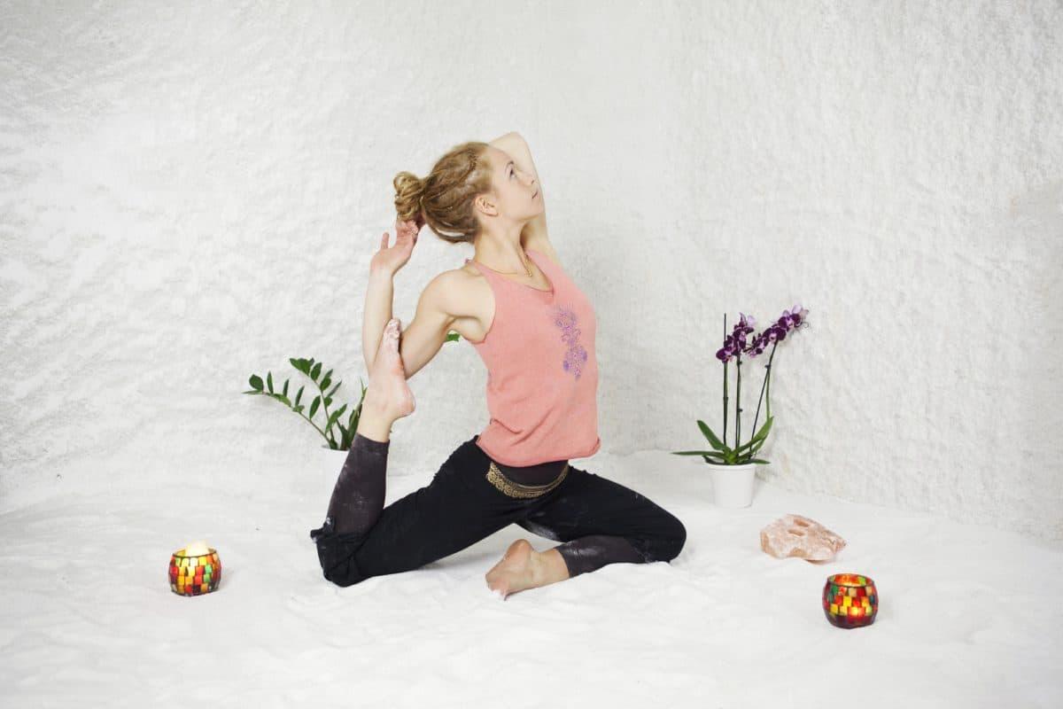 cSaltyoga i Stockholm med yogaläraren Sara.