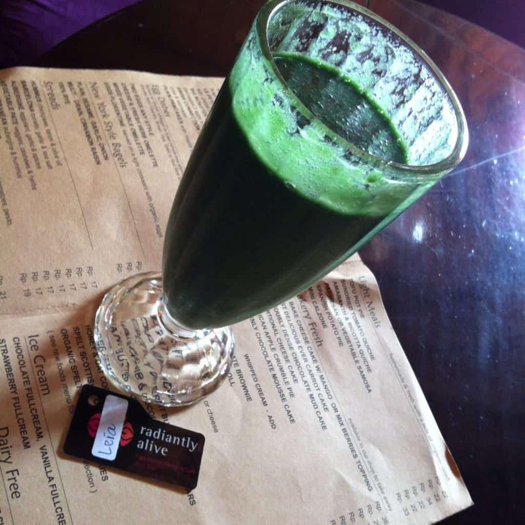 Raw food Ubud - grön drink Bali Buddha