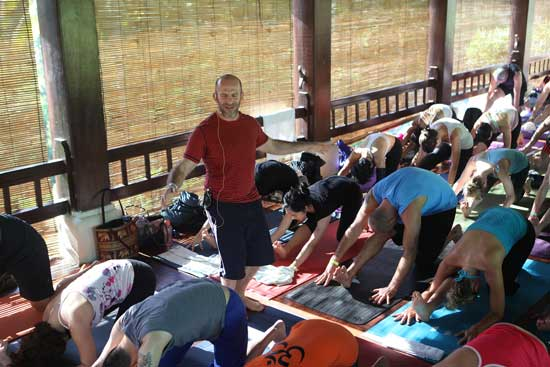 Yoga med Les Leventhal Bali Spirit Festival