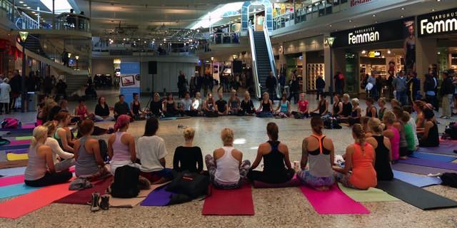 Yoga på Internationella fredsdagen