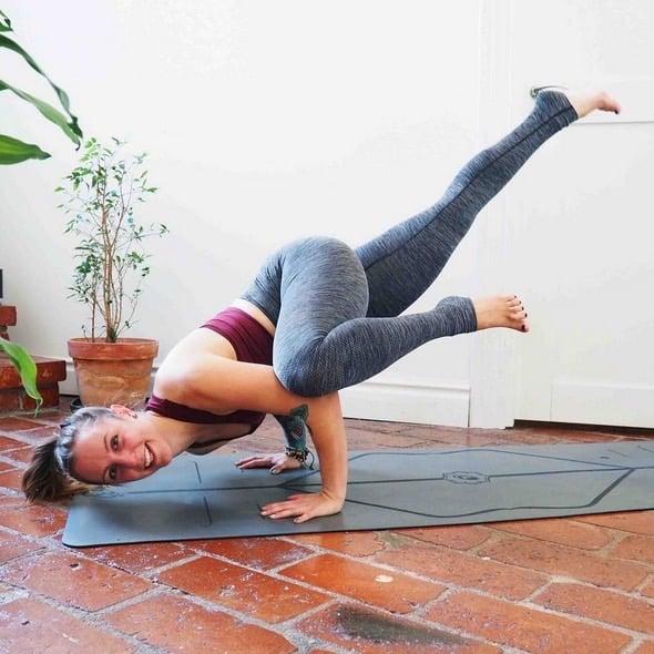 "Yoga i Stockholm med Veckans yogalärare Veronica ""Vevve"" Jäderlund"""