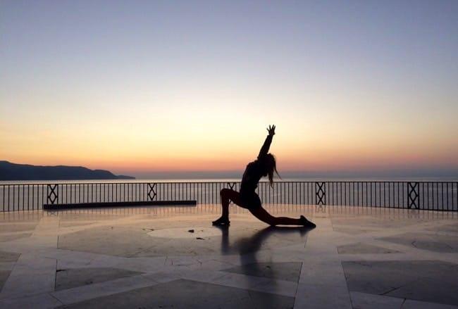 Yogapositionen Anjaneyasana - Low Lunge