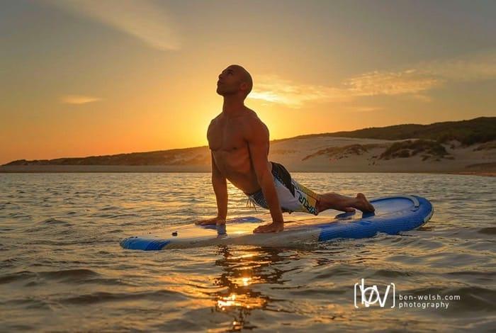 Veckans yogalärare Sam Aziz