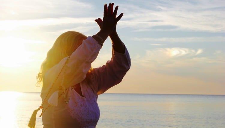 Yogaläraren Lou Åberg. Fotograf: Ola Aniel