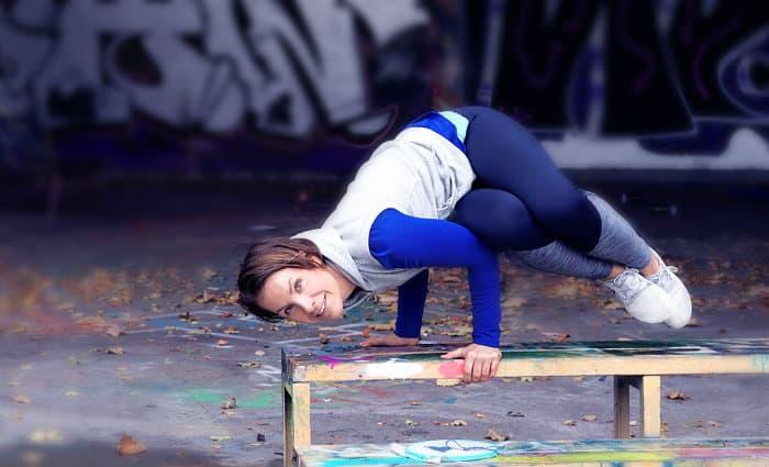 """Veckans yogalärare Nellie Rolf: """"Yogan är mitt andningshål"""""""