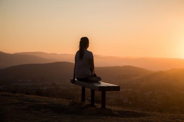 9 effekter av meditation i vardagen. Foto: Sage Friedman/ Unsplash.