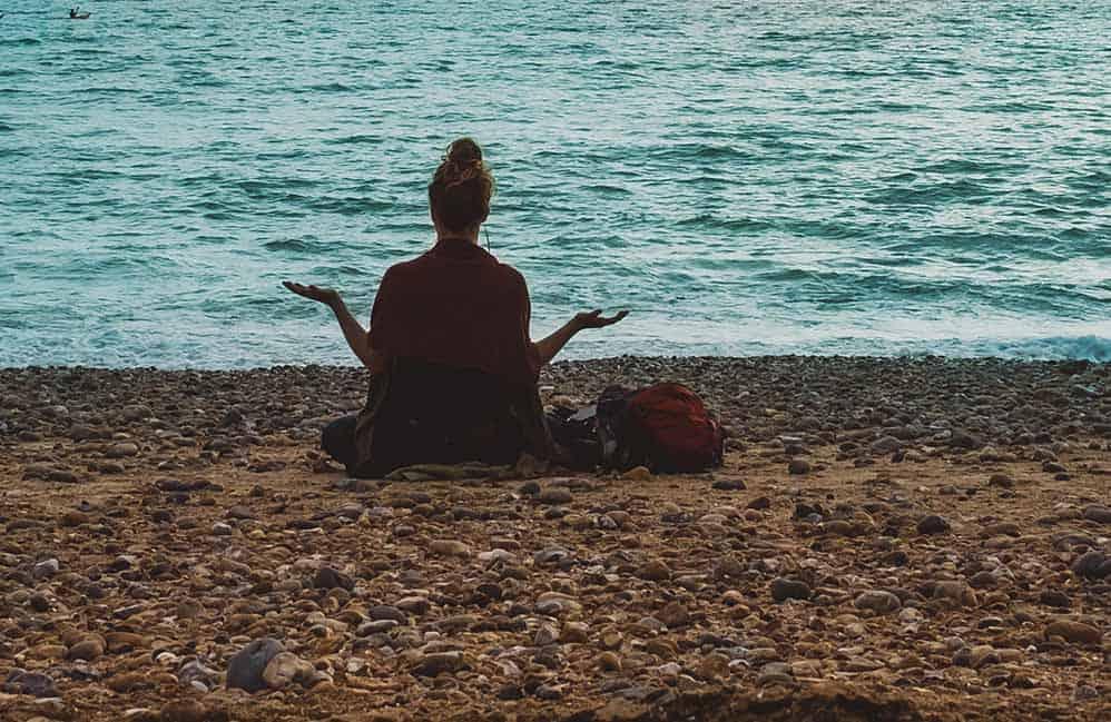 Så hanterar du avundsjuka med yoga filosofi